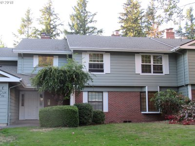 Gresham Condo/Townhouse For Sale: 528 SW Eastman Pkwy