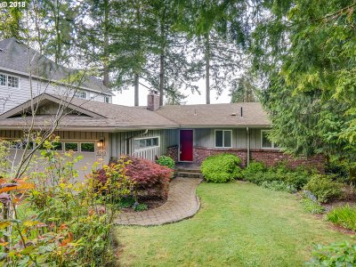 Portland Single Family Home For Sale: 4249 SW Chesapeak Ave