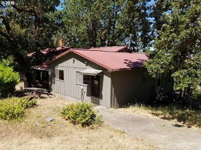 Roseburg Single Family Home For Sale: 1867 W Military Ave