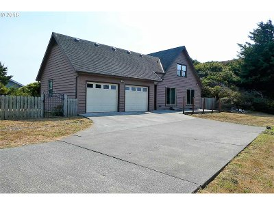 Gold Beach Single Family Home For Sale: 30293 Driftwood Dr