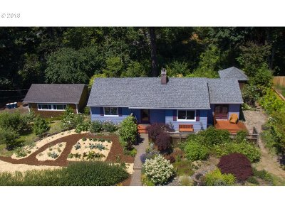 Portland Single Family Home For Sale: 5235 SW 26th Dr