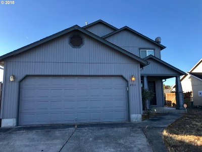 Creswell Single Family Home For Sale: 231 Canary Ave