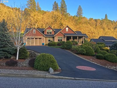 Roseburg Single Family Home For Sale: 1703 NE Rocky Dr
