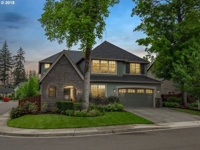 Lake Oswego Single Family Home For Sale: 5047 Woodcrest Ln