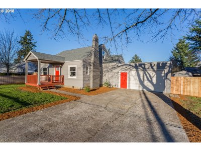 Portland Single Family Home For Sale: 3420 SE 143rd Ave