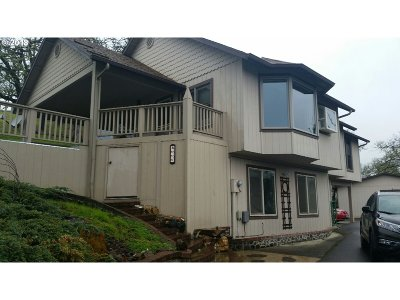 Roseburg Single Family Home For Sale: 660 NE Bellview Ct