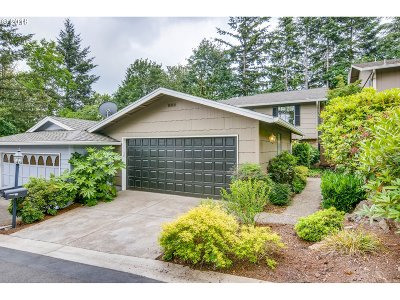 Lake Oswego Condo/Townhouse For Sale: 34 Wheatherstone #17
