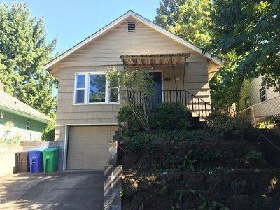 Portland Single Family Home For Sale: 2726 SE 32nd Ave