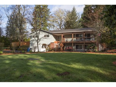 Mill City Single Family Home For Sale: 875 NW River Rd