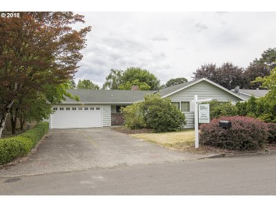 Milwaukie Single Family Home For Sale: 6826 SE Hemlock St
