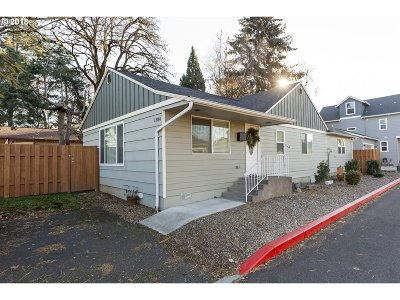 Gresham Single Family Home For Sale: 1380 SE 4th St