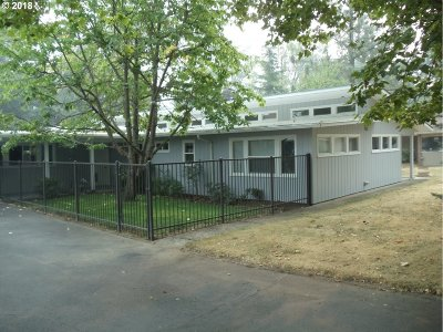 Roseburg Single Family Home For Sale: 1673 Kendall St