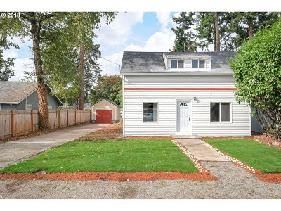 Milwaukie Single Family Home For Sale: 14611 SE Cedar Ave