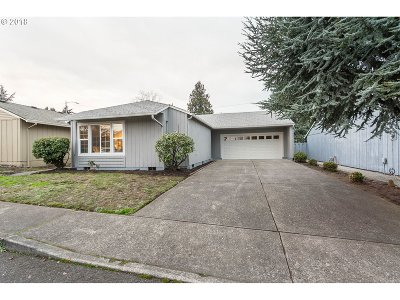 Portland Single Family Home For Sale: 2323 NE 148th Pl