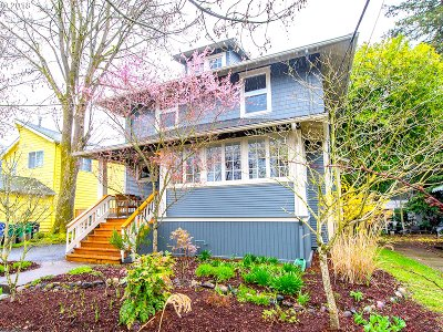 Portland Single Family Home For Sale: 4334 SE Morrison St