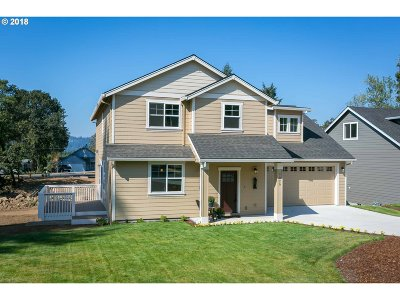 Milwaukie, Gladstone Single Family Home For Sale: 1020 Donna Lynn Way