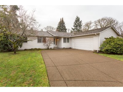 Tigard Single Family Home For Sale: 8800 SW Bomar Ct