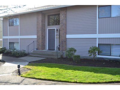 Tigard Condo/Townhouse For Sale: 10885 SW Meadowbrook Dr #36
