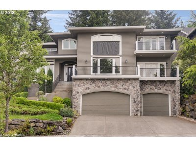 Clackamas County Single Family Home For Sale: 2285 Crestview Dr