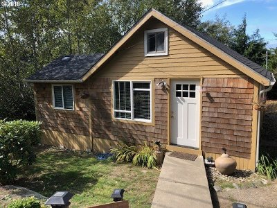 Port Orford Single Family Home For Sale: 1621 Jackson St