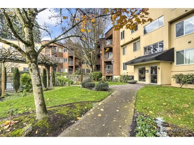 Tualatin Condo/Townhouse For Sale: 8720 SW Tualatin Rd #202