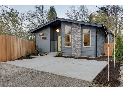 Portland Single Family Home For Sale: 9302 SW 30th Ave