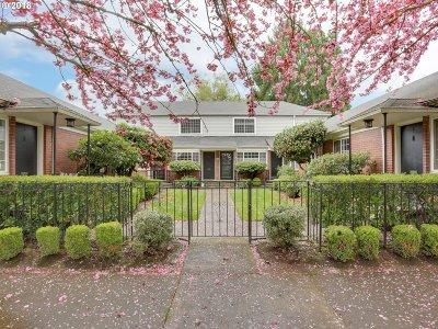 Condo/Townhouse For Sale: 2105 NE Everett St #6