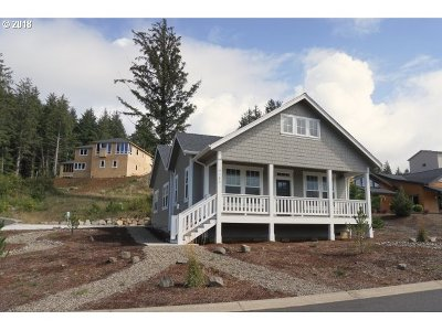 Lincoln City Single Family Home For Sale: 4152 SE Jetty Ave