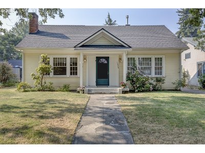 Medford Single Family Home For Sale: 1016 Queen Anne Ave