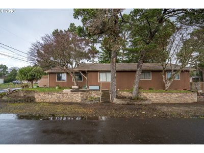 Lincoln City Single Family Home For Sale: 6860 SW Harbor Ave