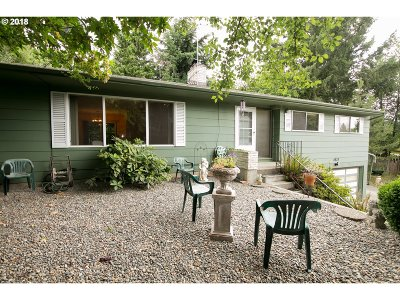 Portland Single Family Home For Sale: 4833 SE 137th Ave