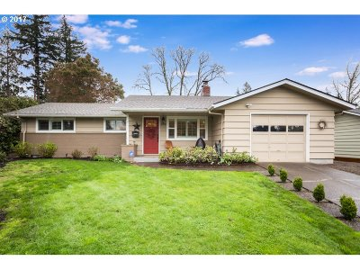 Single Family Home For Sale: 1660 SW Huntington Ave