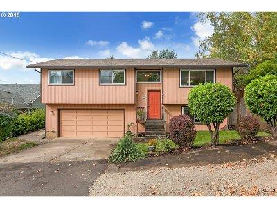 Portland Single Family Home For Sale: 7677 SW 66th Ave