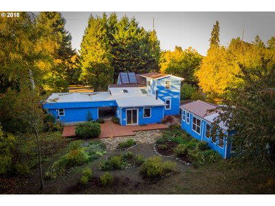Eugene Single Family Home For Sale: 756 Sunnyside Dr