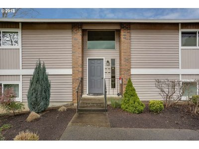 Tigard Condo/Townhouse For Sale: 10955 SW Meadowbrook Dr #15