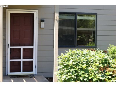 Eugene Condo/Townhouse For Sale: 2022 Lake Isle Dr