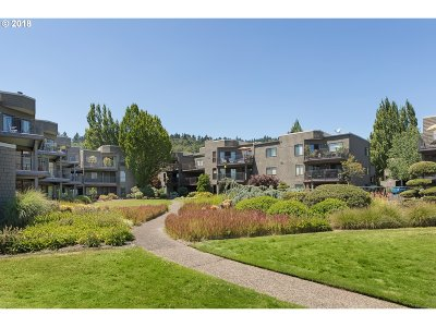 Portland Condo/Townhouse For Sale: 5824 SW Riverpoint Ln
