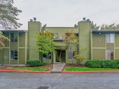 Hillsboro Condo/Townhouse For Sale: 2330 SE Brookwood Ave #120