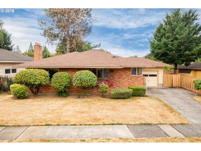 Single Family Home For Sale: 2221 SE 104th Dr