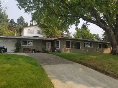 Roseburg Single Family Home For Sale: 1949 NW Kline St