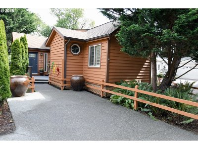 Brookings Single Family Home For Sale: 97748 N Bank Chetco Rd #29