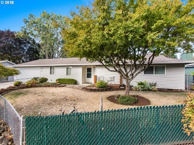 Forest Grove Single Family Home For Sale: 1810 Redwood Ct