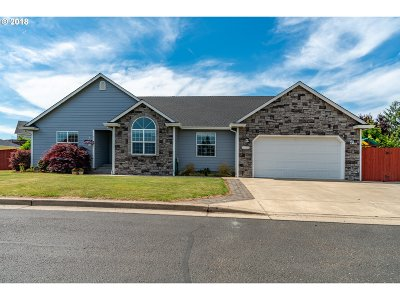 Sutherlin Single Family Home For Sale: 2075 Culver Loop
