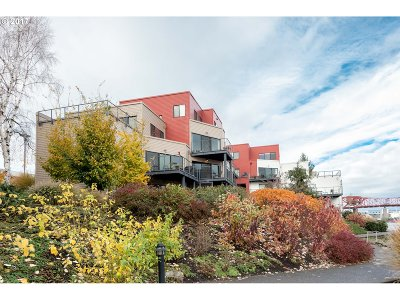 Condo/Townhouse For Sale: 710 NW Naito Pkwy #C10