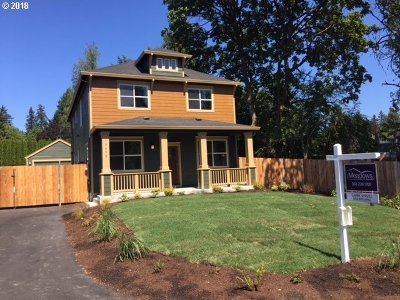 Milwaukie Single Family Home For Sale: 19490 SE Towery St