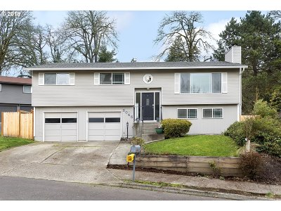 West Linn Single Family Home For Sale: 2045 Maple Ter