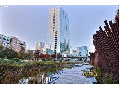 Portland Condo/Townhouse For Sale: 1075 NW Northrup St #716