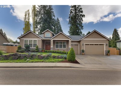 Milwaukie Single Family Home For Sale: 5926 SE Robhil Dr