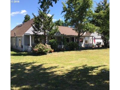 Hillsboro Single Family Home For Sale: 6543 SE Borwick St