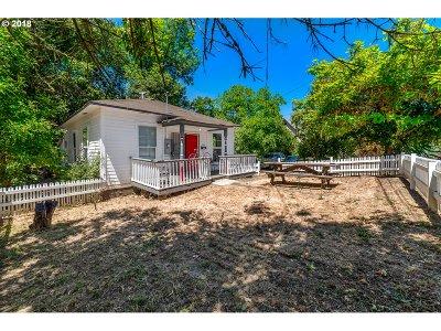 Roseburg OR Single Family Home For Sale: $159,000